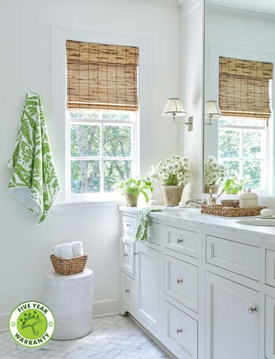 Photo of a Tortoiseshell Raw Bamobb roman blind in a bathroom